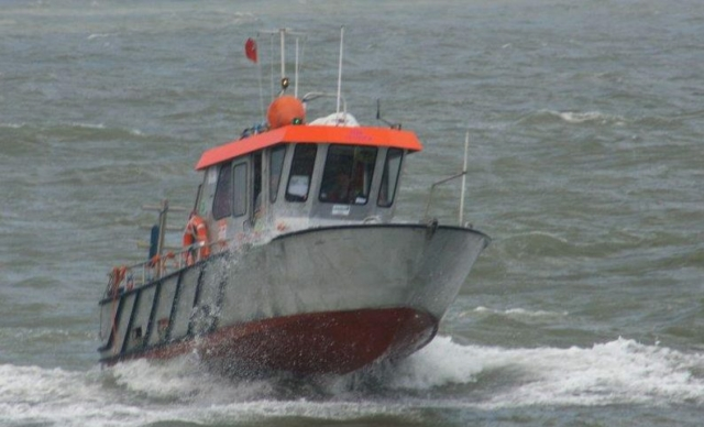 HBC Tender sailing, shallow water diving vessel